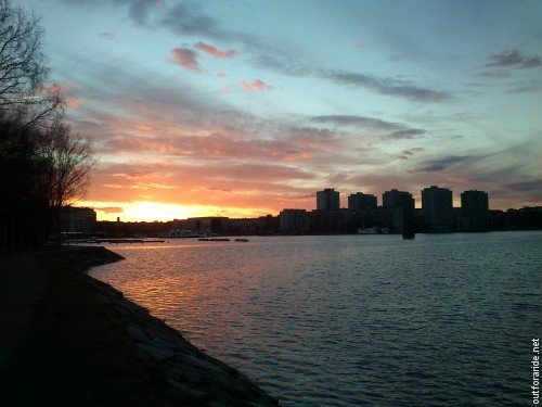 Communting by bike means: the freedom to do a loop through Tervasaari island to admire the spring sunset over Merihaka and Kallio.