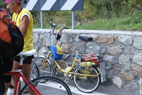 This fellow was riding a Graziella (the Bolognese version of a folding bike), which...
