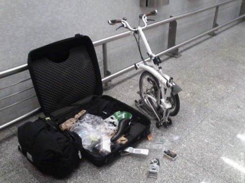 Setting up shop in a quiet corner of Lisbon airport. Reassembling the Brompton takes about 20 minutes, including pumping up the tires.