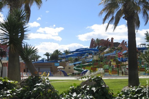 Monuments of Algarve tourism: a pretty excessive water park...